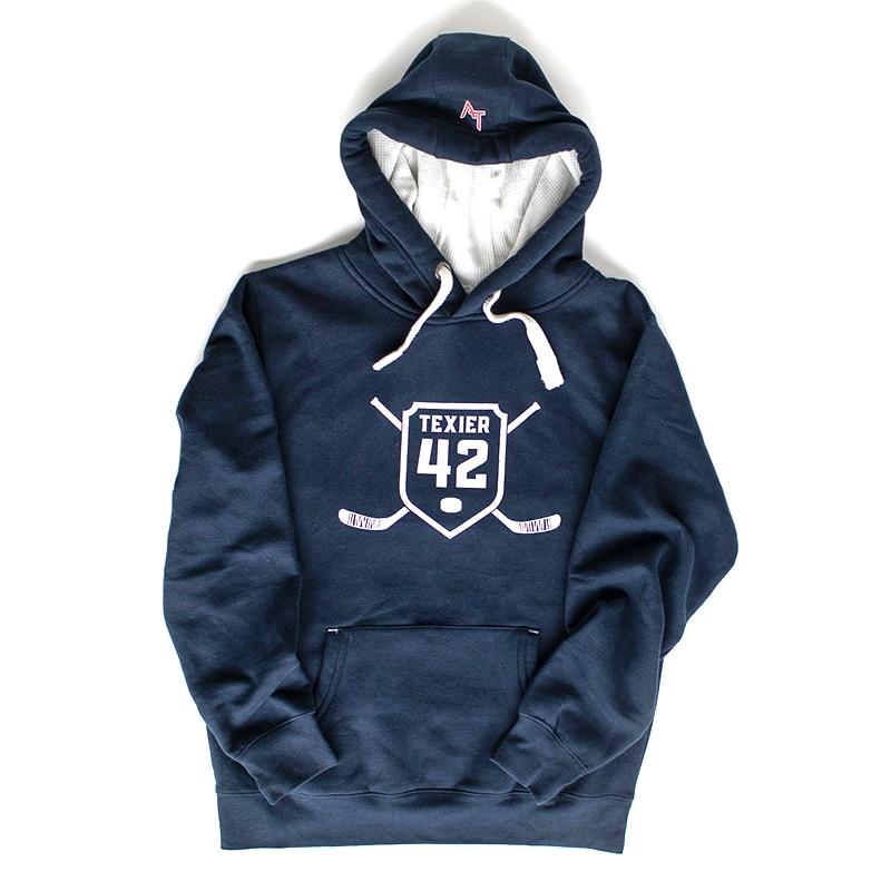 Sweatshirt bleu navy avec imprimé de crosses de hockey et écusson 42 signé Alexandre Texier