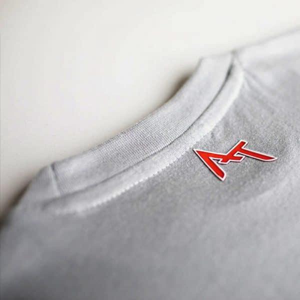 Logo Alexandre Texier sur arrière col de t-shirt gris