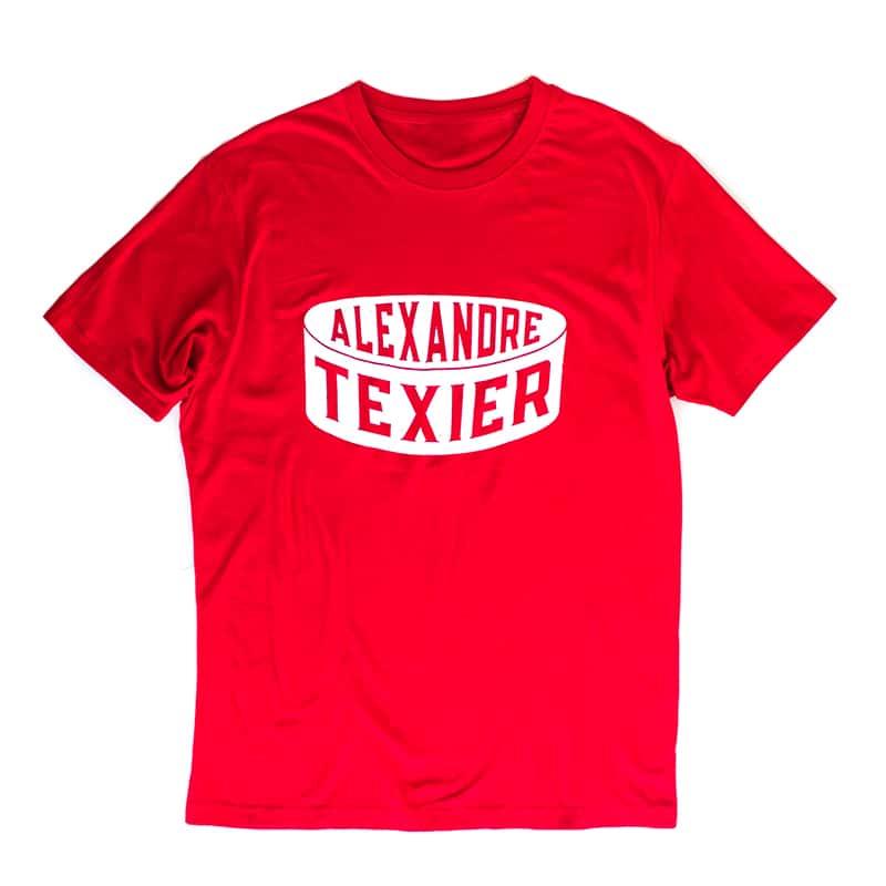 T-shirt rouge avec imprimé d'un palet de hockey signé Alexandre Texier